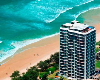 Golden Sands Apartments - Main Beach