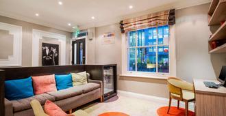 Comfort Inn Victoria - London - Lobby