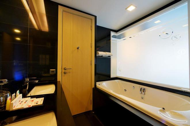 Sleep With Me Hotel Design Hotel @ Patong - Patong - Kylpyhuone