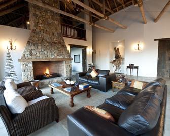 Tamodi Lodge And Stables - Keurboomstrand - Living room