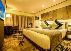 Sayaji Hotel Indore - Indore - Bedroom