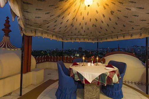 烏梅德瑪哈爾酒店 - 齋浦爾 - 齋浦爾 - 陽台