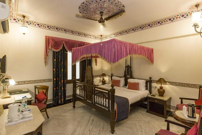 Umaid Mahal - A Heritage Style Boutique Hotel - Jaipur - Bedroom