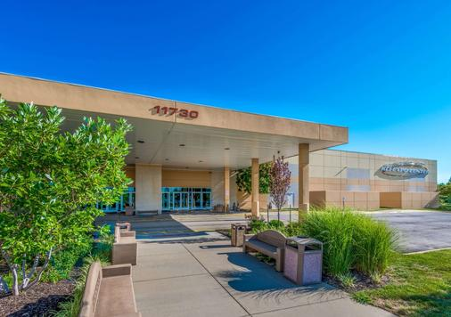 Microtel Inn & Suites by Wyndham Kansas City Airport - Kansas City - Building