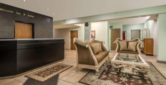 Microtel Inn & Suites by Wyndham Kansas City Airport - Kansas City - Lobby