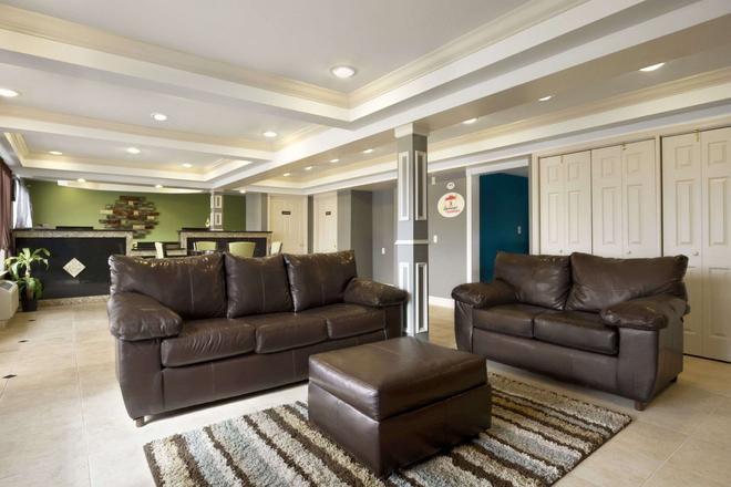 Super 8 by Wyndham Chattanooga/East Ridge - Chattanooga - Living room