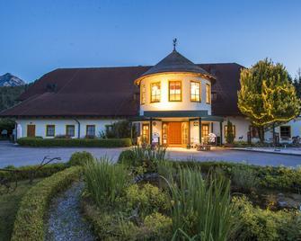 Gutshof Wolfgangsee Resort & Event Hotel - Strobl - Edificio