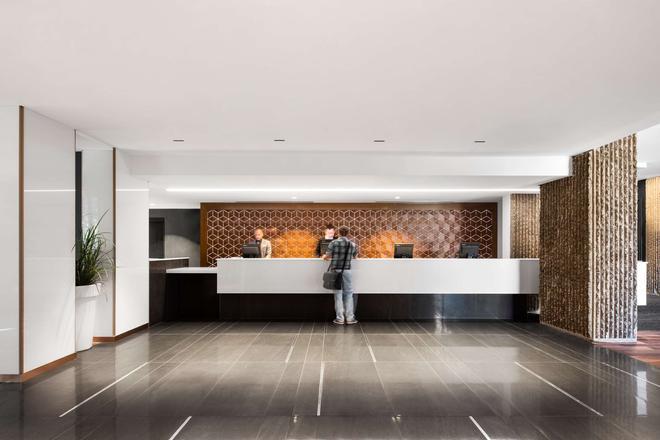 Hotel Bonaventure Montreal - Монреаль - Ресепшен