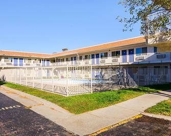 Motel 6 Mitchell - Mitchell - Building