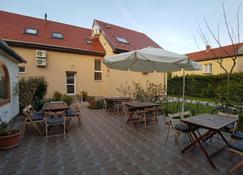 Babi Vendeghaz - Balatonfüred - Patio