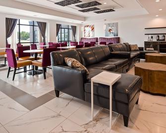 Best Western Plus New Richmond Inn & Suites - New Richmond - Salónek