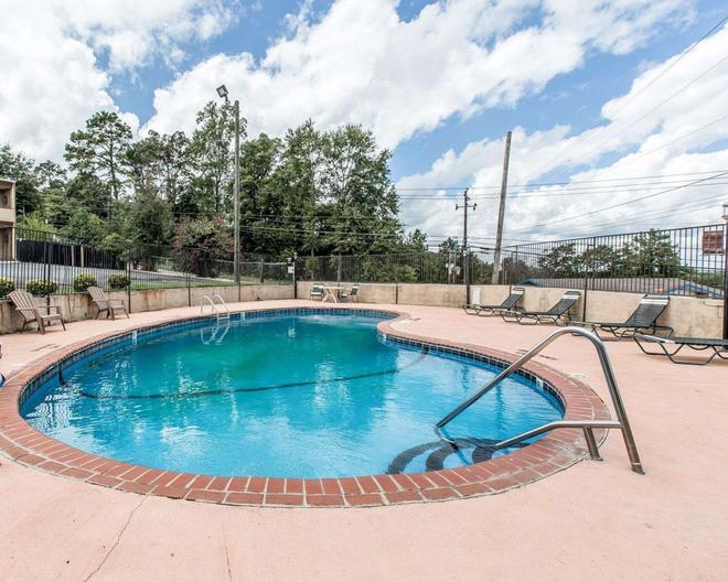 Econo Lodge - Macon - Pool