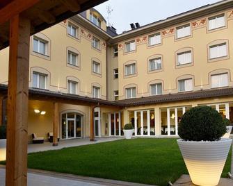Virginia Palace Hotel - Garbagnate Milanese - Building