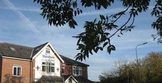 The Handforth Lodge - Wilmslow - Outdoor view
