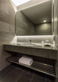 Sunbee Hotel - Seoul - Bathroom