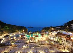 Amfora Hvar Grand Beach Resort - Hvar - Building