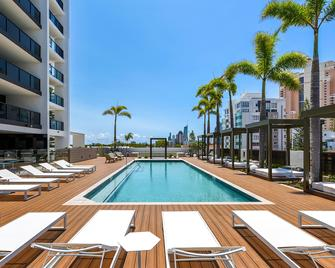 Qube Broadbeach - Broadbeach - Pool