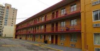 Budgetel Inn & Suites - Louisville - Edificio