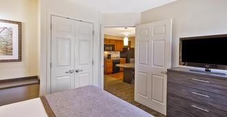 Candlewood Suites Indianapolis Airport - Indianapolis