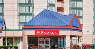 Ramada by Wyndham Niagara Falls/Fallsview - Niagara Falls - Κτίριο