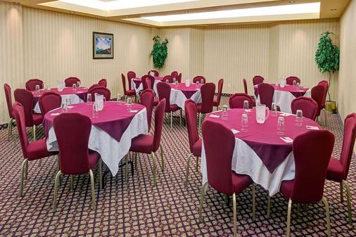 Ramada by Wyndham Niagara Falls/Fallsview - Niagara Falls - Banquet hall