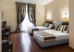 Oriente Atiram - Барселона - Спальня