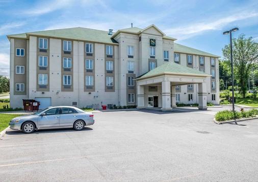 Quality Inn - Ottawa - Building