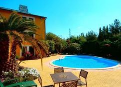 Citotel Hotel Prime - Saint-Jean-de-Vedas - Piscina