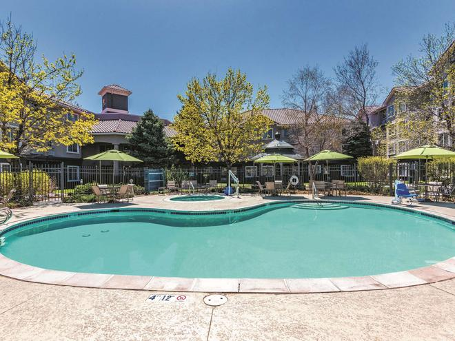 La Quinta Inn & Suites by Wyndham Denver Tech Center - Greenwood Village - Uima-allas