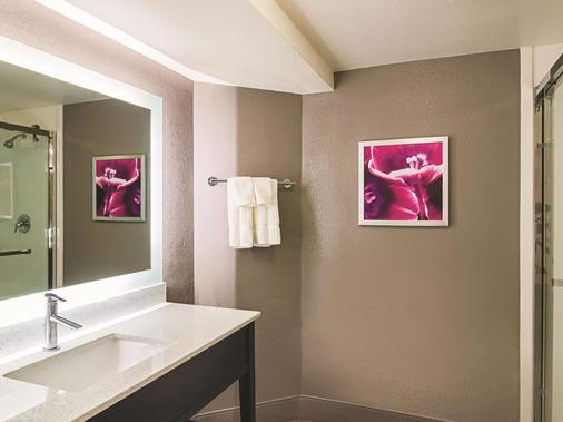La Quinta Inn & Suites by Wyndham Denver Tech Center - Greenwood Village - Bathroom