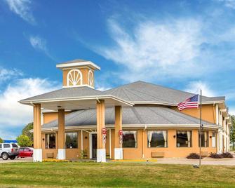 Quality Inn - Morton - Building