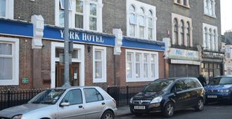 York Hotel - Ilford - Edificio