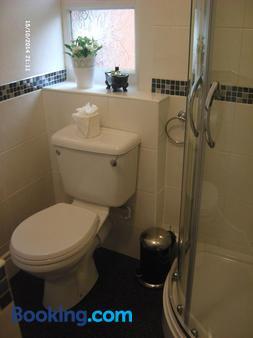 Ashgrove House - Guest house - Stratford-upon-Avon - Bathroom