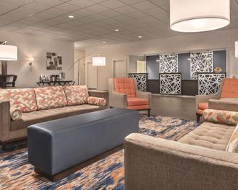 Radisson Hotel and Conference Center Fond du Lac - Fond du Lac - Lobby