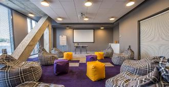 Urbihop Hotel - Vilnius - Lounge
