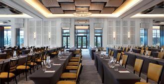 Kimpton Seafire Resort And Spa, An Ihg Hotel - West Bay - Restaurante