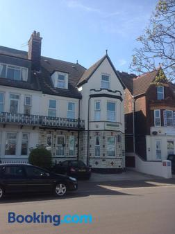Cleasewood Guest House - Great Yarmouth - Building