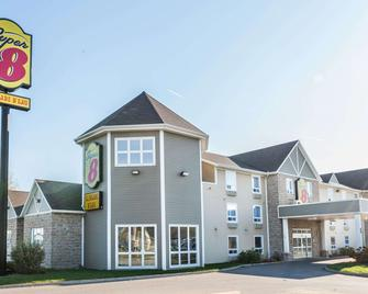 Super 8 by Wyndham Trois-Rivieres - Trois-Rivieres - Building