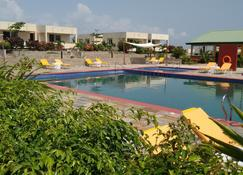 Golden Hill Parker Hotel - Elmina - Pool