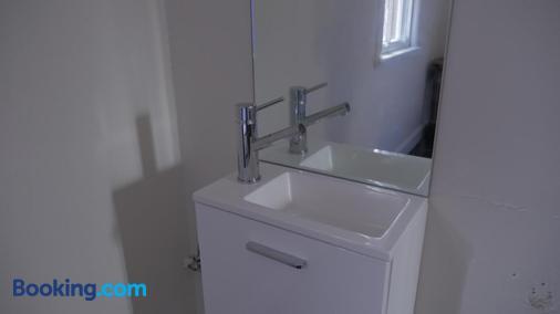 National Hotel Toowoomba - Toowoomba - Bathroom