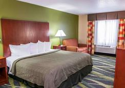 Quality Inn & Suites - South Bend - Bedroom