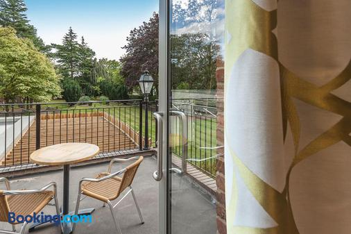 Best Western Plus Manchester Airport Wilmslow Pinewood Hotel - Wilmslow - Balcony