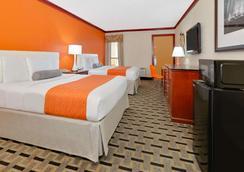 Howard Johnson by Wyndham San Marcos - San Marcos - Bedroom