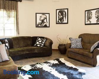 Bush Lovers Lodge - Modimolle - Living room