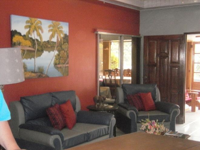 Monique's Guest House - Maraval - Living room