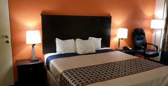 American Inn - Anniston - Bedroom