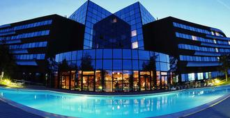 普瓦捷未來影視城諾富特酒店 - 沙瑟納伊迪普瓦圖 - 博尼約爾篤普瓦圖 - 建築