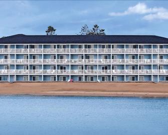 Fairview Beachfront Inn & Waterpark - Mackinaw City - Edificio