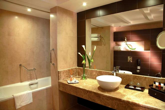 Cristal Hotel Abu Dhabi - Abu Dhabi - Bathroom