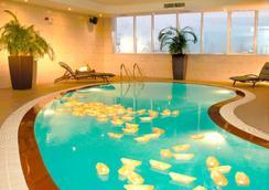 Cristal Hotel Abu Dhabi - Abu Dhabi - Pool